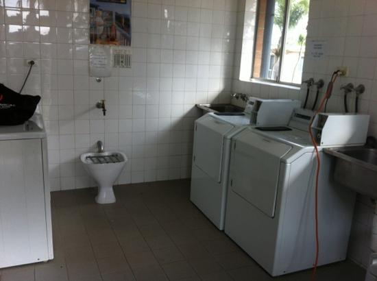 Central Caravan Park: laundry- could use another machine and dryer takes ages to dry