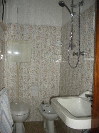Bagno foto di hotel villa dei gerani rivabella for Bagno 8 rivabella