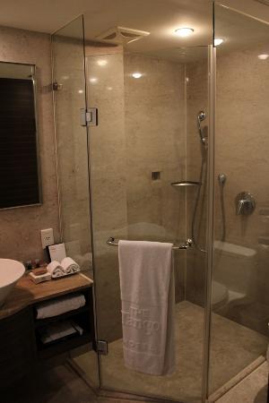 THE Tango Taipei LinSen: Bathroom