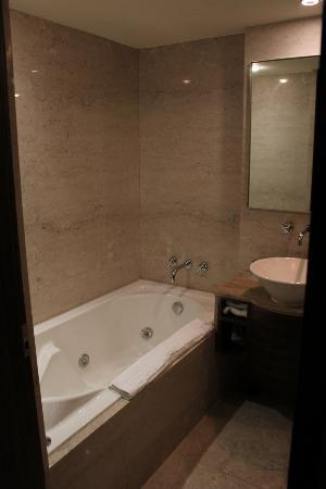 THE Tango Taipei LinSen: Bathroom2