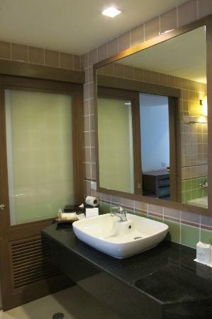 رارين جيندا ويلنس سبا ريزورت: Bathroom 
