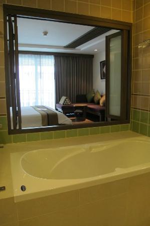 رارين جيندا ويلنس سبا ريزورت: bathroom view bedroom 