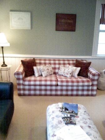 Aylstone Boutique Retreat: The chilly outside communal room