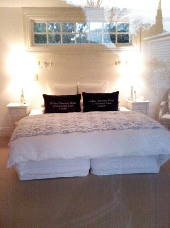 Aylstone Boutique Retreat: The room next door had no privacy - it was not yet occupied by the way!