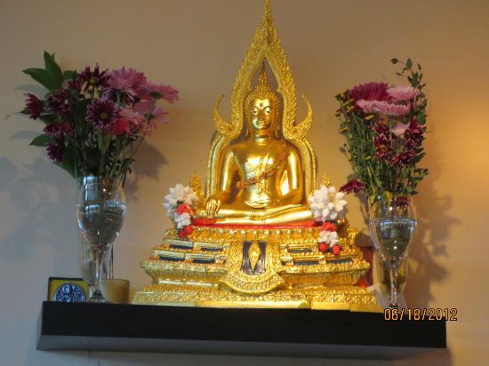 Siam Valee: Statue