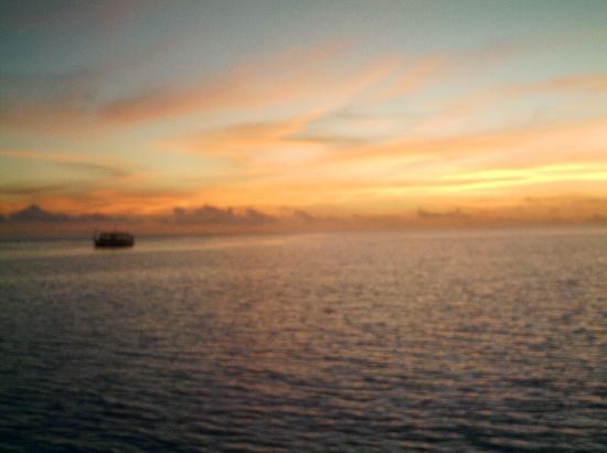 Vaavu Atoll: tramonto