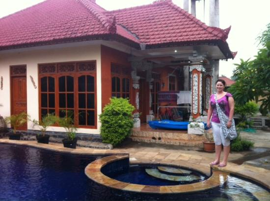 Mumbul Guesthouse: At the pool