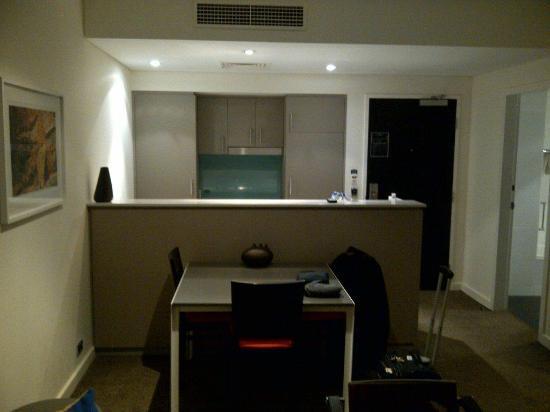 Adina Apartment Hotel Perth: Dining / Kitchen / Entry