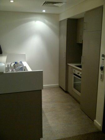 Adina Apartment Hotel Perth: Kitchenette