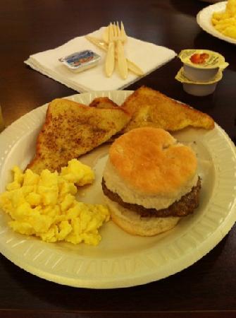 Drury Inn & Suites Columbus Convention Center: French toast sausage biscuit gravy eggs juice fruit YUM!