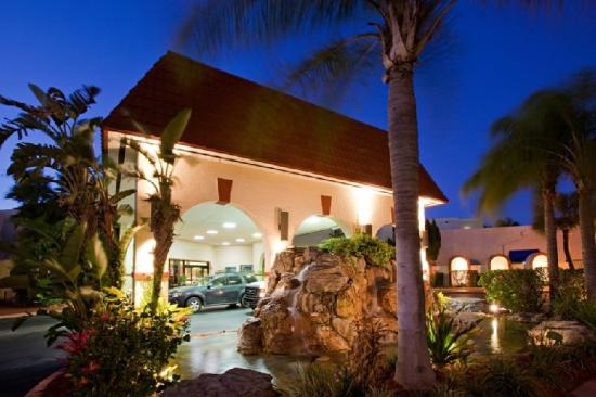 Maingate Lakeside Resort: Hotel Entrance