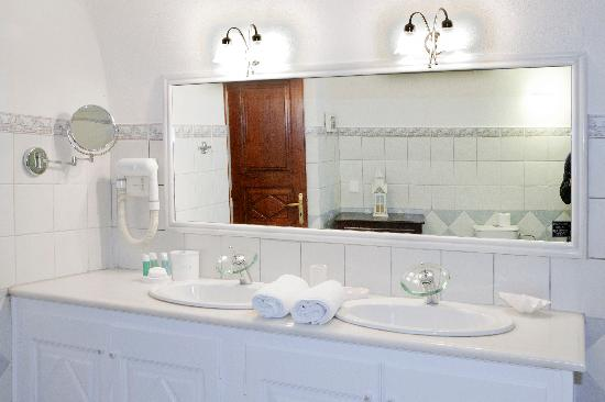 Anteliz Suites: Bathroom details