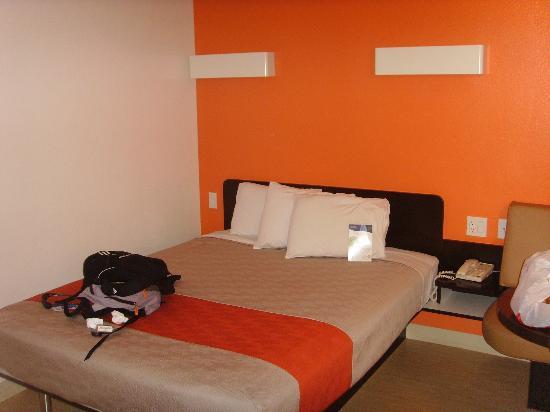 Motel 6 San Diego Downtown : chambre