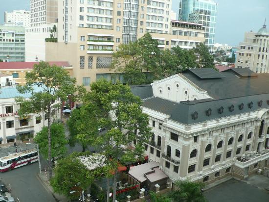 Park Hyatt Saigon: 右に見えるのが市民劇場