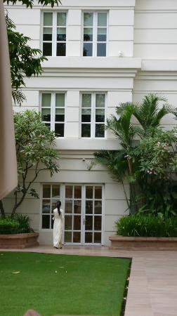 Park Hyatt Saigon: プールからスパへ