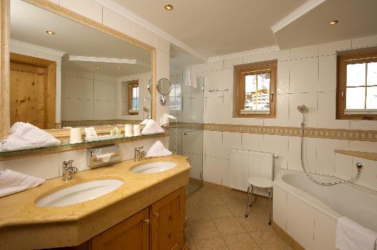 Hotel Salzburgerhof Zauchensee: Badezimmer