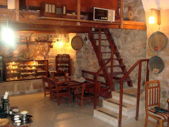 Antique Hostel: Museum for the hostel