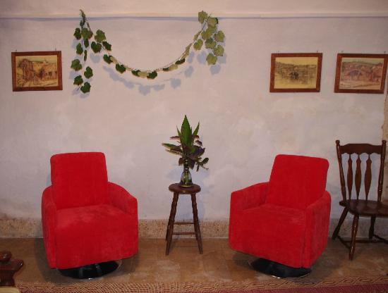 Antique Hostel: Siting Room