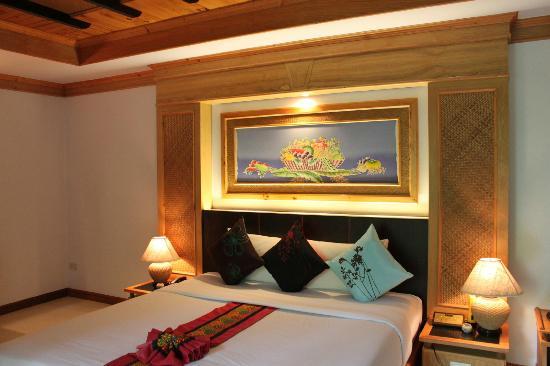 สมเกียรติบุรี รีสอร์ท: our room