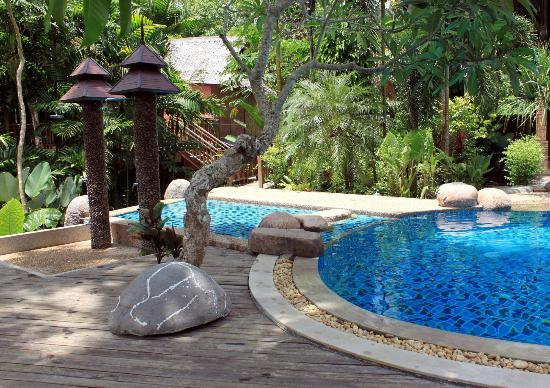 Somkiet Buri Resort: pool area
