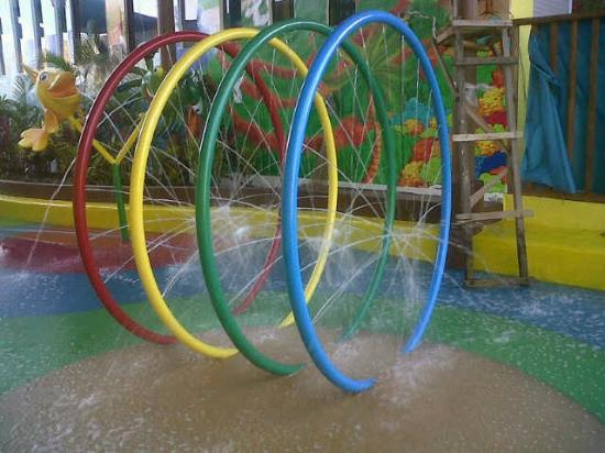 Lollipop's Playland and Cafe : waterplay rings