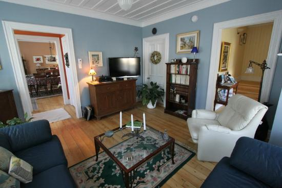 Gite La Cinquieme Saison : Common Area Sitting Room