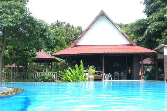 High Life Bungalow Resort: Zentralbereich (Pool, Restaurant, Rezeption)