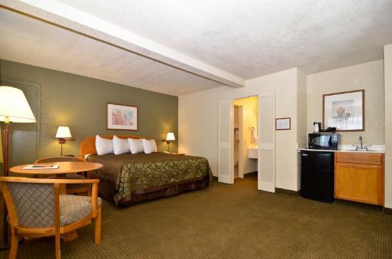 Super 8 El paso Airport: Guest Room