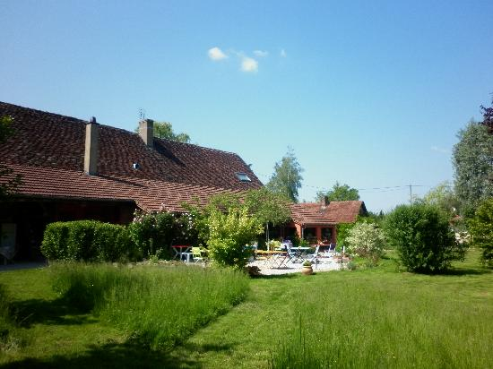 Chambres d'hotes en Bourgogne du DEVU : une partie de l'arrière de la maison