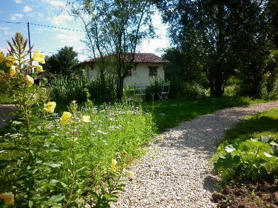 """Chambres d'hotes en Bourgogne du DEVU : dans le parc, les chambres """"l'Heure"""" et """"la Minute"""""""