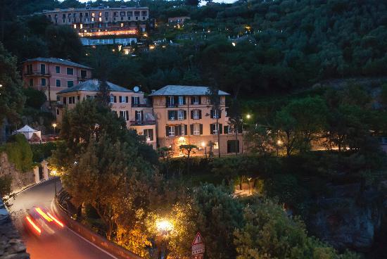Hotel Piccolo Portofino: evening view of the hotel