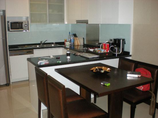 Sukhumvit Park, Bangkok - Marriott Executive Apartments: Kitchenette and Dining