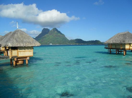 Bora Bora Pearl Beach Resort & Spa: vue depuis le ponton