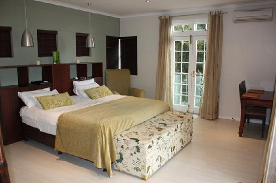 Manor on the Bay: Garden Court Luxury Rooms