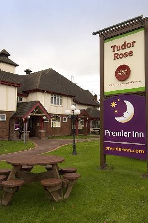 Premier Inn Wirral (Two Mills) Hotel