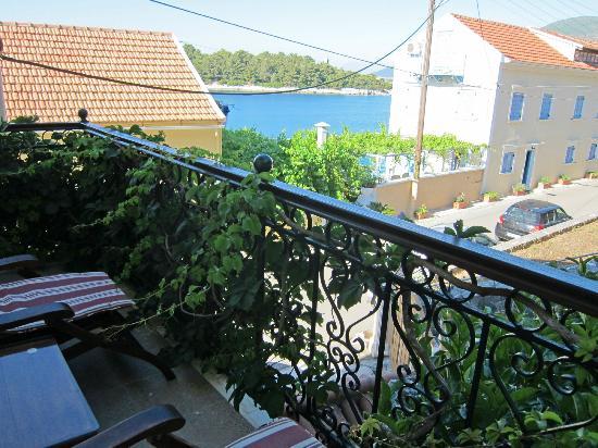 Faros Suites : The balcony