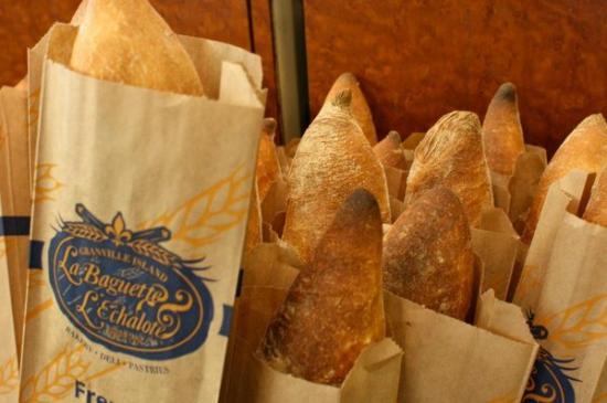 La Baguette et L'echalote: Baguette