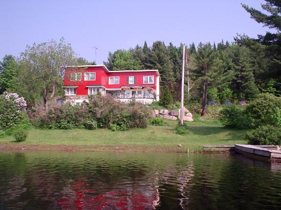 En p dalo photo de auberge lac du pin rouge saint for Auberge du pin rouge