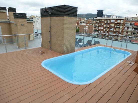 08028 apartments: piscine sur le toit