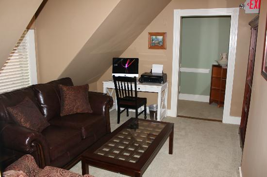 Bernerhof Inn Bed and Breakfast: Living/Family room, 3rd floor