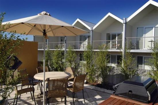 Ashmont Motor Inn & Apartments: BBQ
