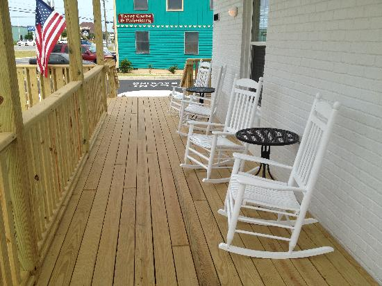Outer Banks Inn: Front Porch
