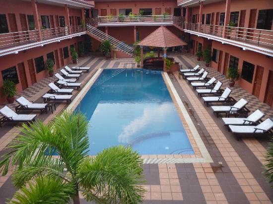 Beach Road Hotel: Pool during low-season