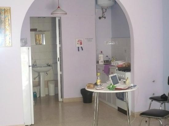 For Rest Aparthotel : mini tavolo e angolo cottura