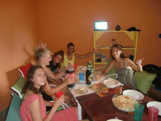 Hostel Matilori: Almuerzo grupal... 