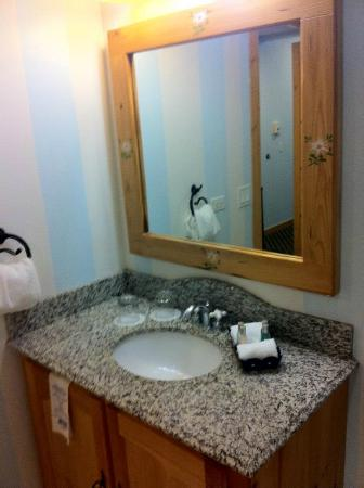 Mountain Grand Lodge and Spa: Bathroom