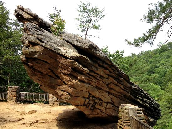 Trough Creek State Park: Balanced Rock