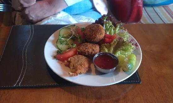 Queens Arms: delicious crab cakes at the Queen's Head