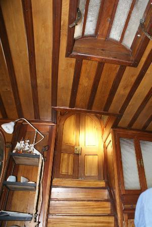 Petite Reine - Peniche: plafond de la chambre