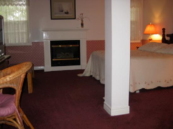 Canterbury Inn: Fireplace suite